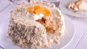 Le chajá est un plat de type meringue à base d'éponge, d'abricots et de crème fouettée