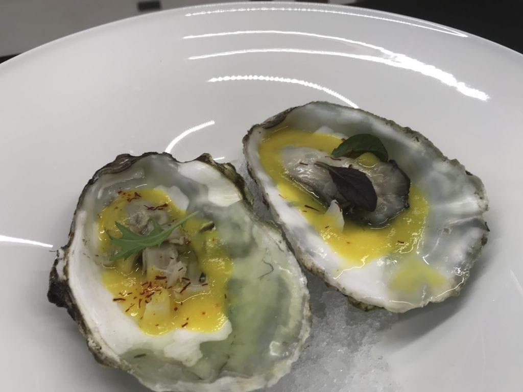 Huîtres blanchies avec purée d'asperges blanches